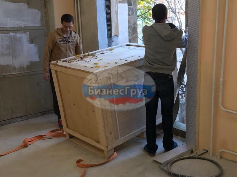 Разгрузка мед. оборудования в Крыму